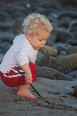 011208-liam-and-lo-at-the-beach-1.jpg