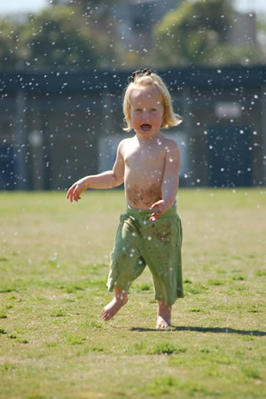 030708-sprinkler-fun-35.jpg