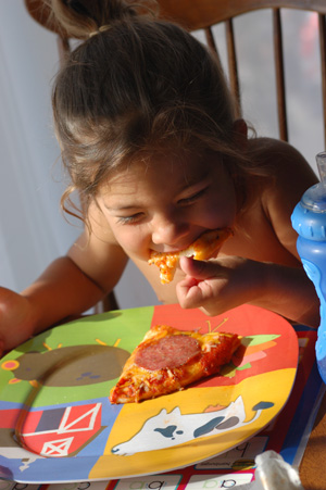 051309-eating-pizza-0.jpg