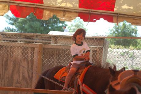 042711-pony-rides-35.jpg
